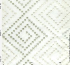 Ткань с вышитым геометрическим узором