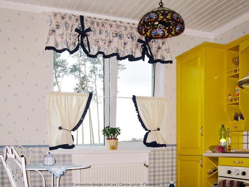 Шторы-кафе и ламбрекен для кухни в стиле Прованс фото