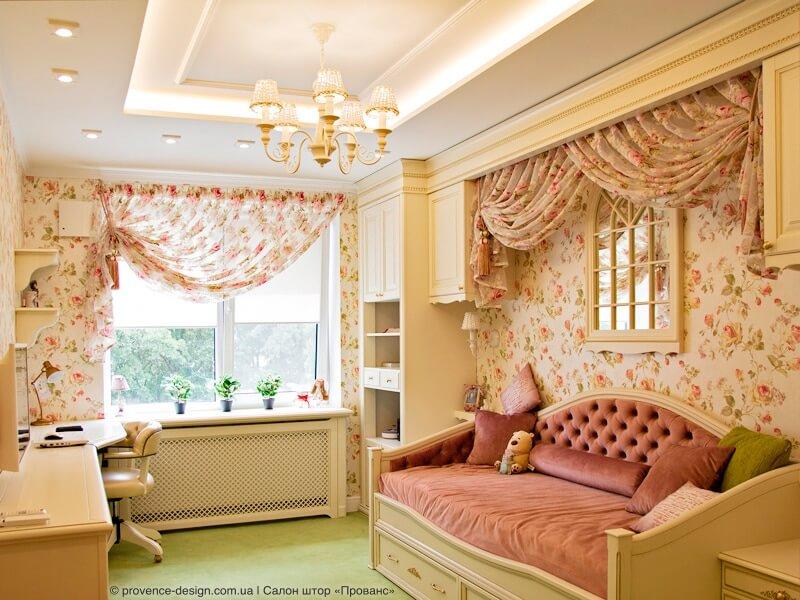 Занавеска с цветами и балдахин над кроватью фото