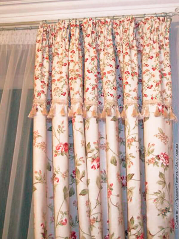 Комбинированная штора с цветами и бахромой фото