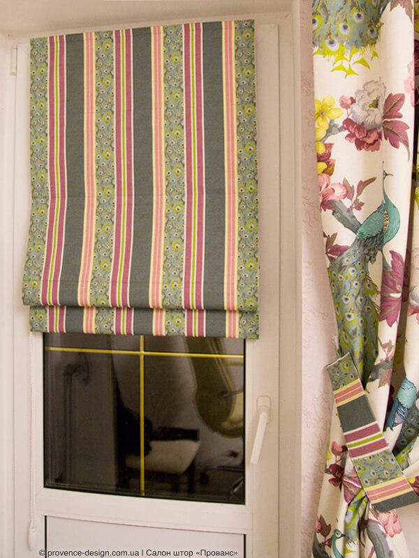 Сочетание полосы и цветочного рисунка на ткани для штор фото