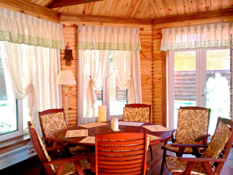 Занавески с кантом в деревянный дом фото