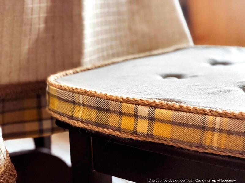 Сидушка на стулья в деревянный дом фото