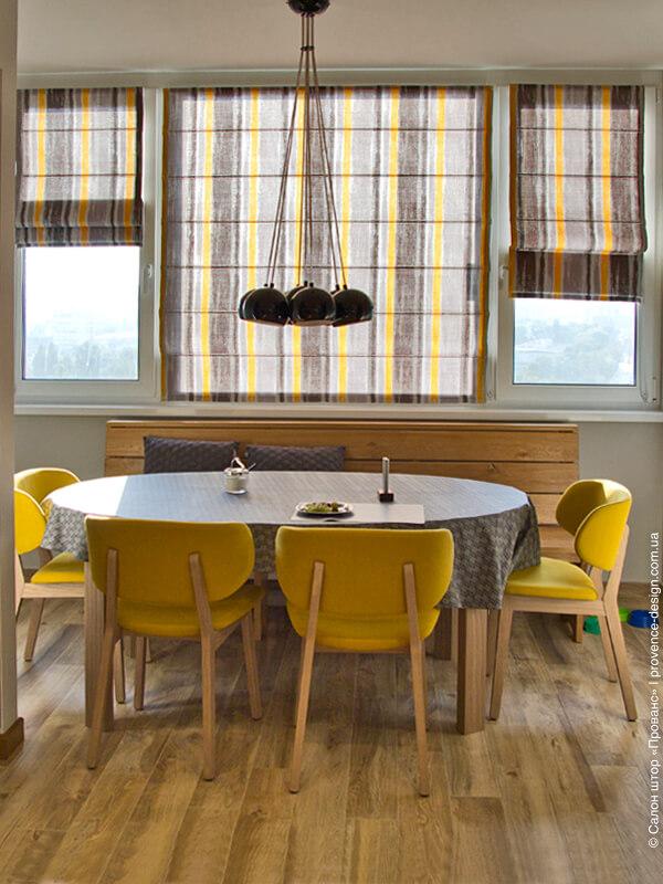 Римские шторы в серые и желтые полосы фото