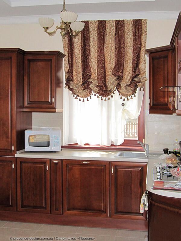 Австрийская штора из тяжелой ткани для кухни фото