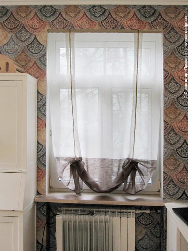 Австрийская штора из легкой двухцветной ткани фото