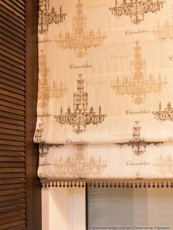 Римская штора из льняной ткани с канделябрамифото