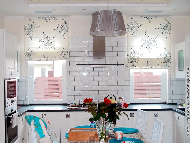 Римские шторы для современной кухни фото