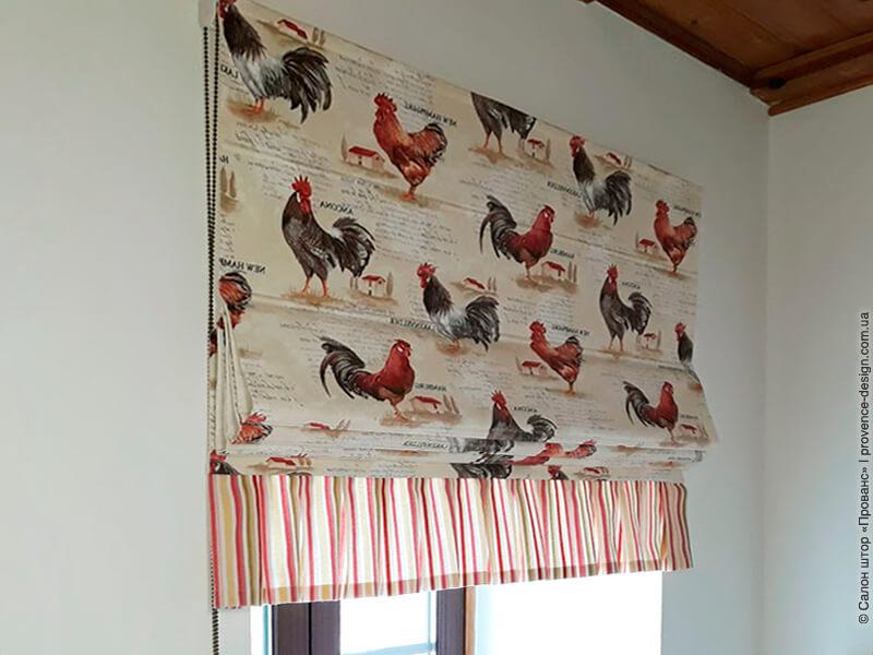 Римская штора с петухами и оборкой фото