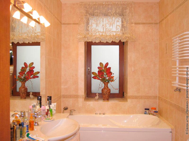 Гофрированная римская штора в ванную фото