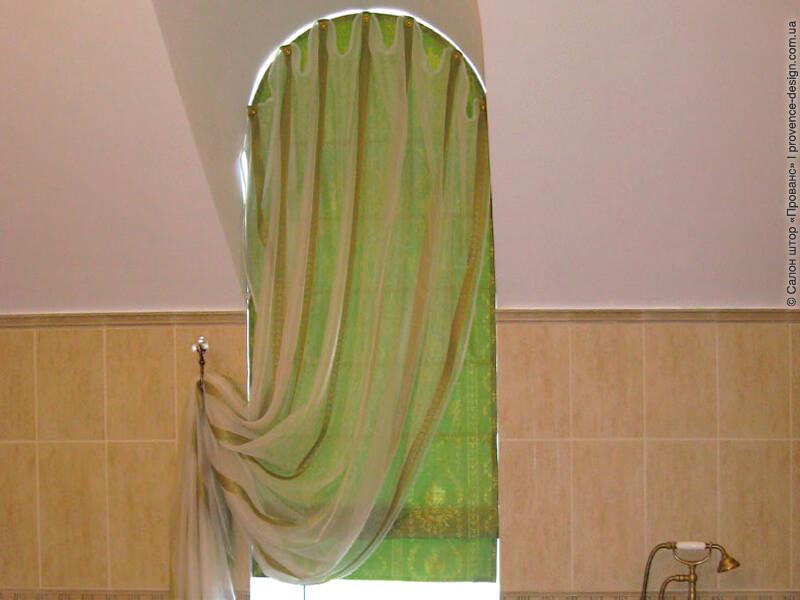 Римская штора на арочное окно в ванной фото