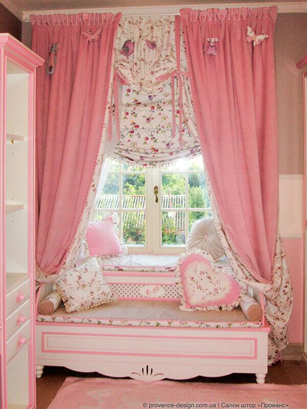 Розовые шторы из бархата на подкладке в цветочек для детской фото