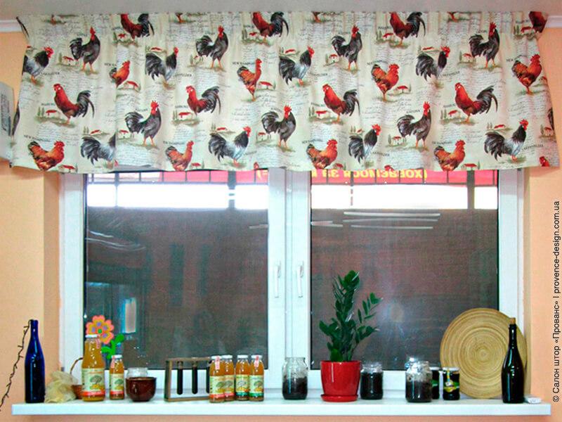 Ламбрекен с петухами для кухни фото