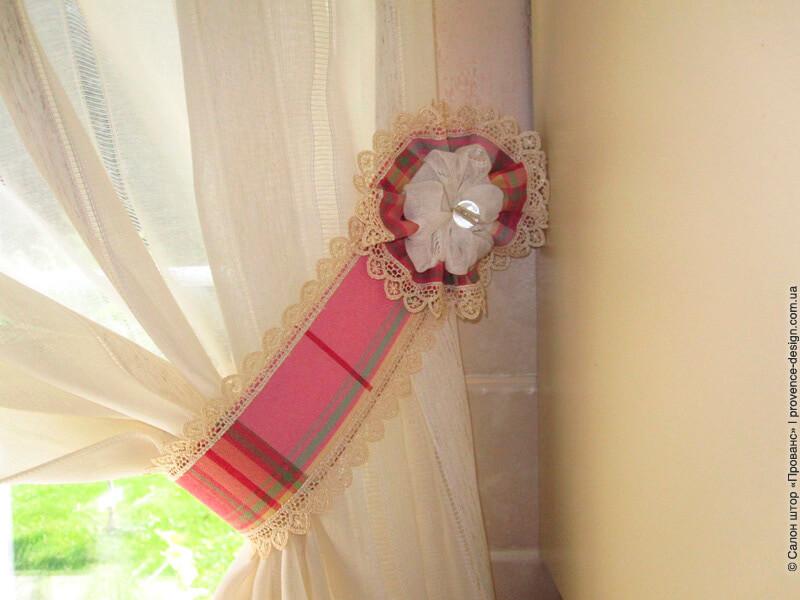 Подхват для кухонной занавески с кружевом фото