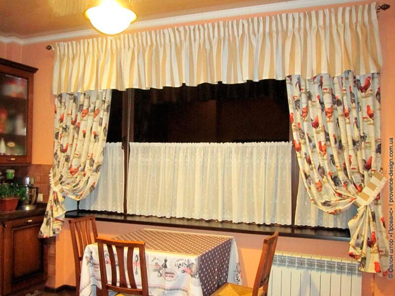 Короткие шторы на широкое окно кухни в стиле Прованс фото
