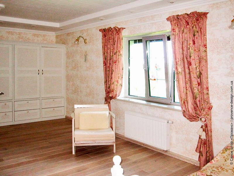 Яркие шторы с цветами в спальню фото