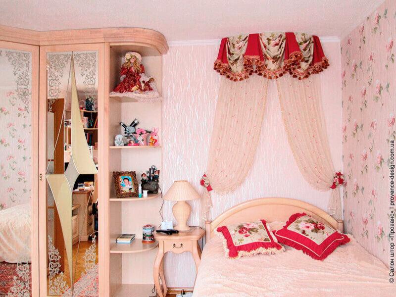 Яркий балдахин в спальню девочки фото
