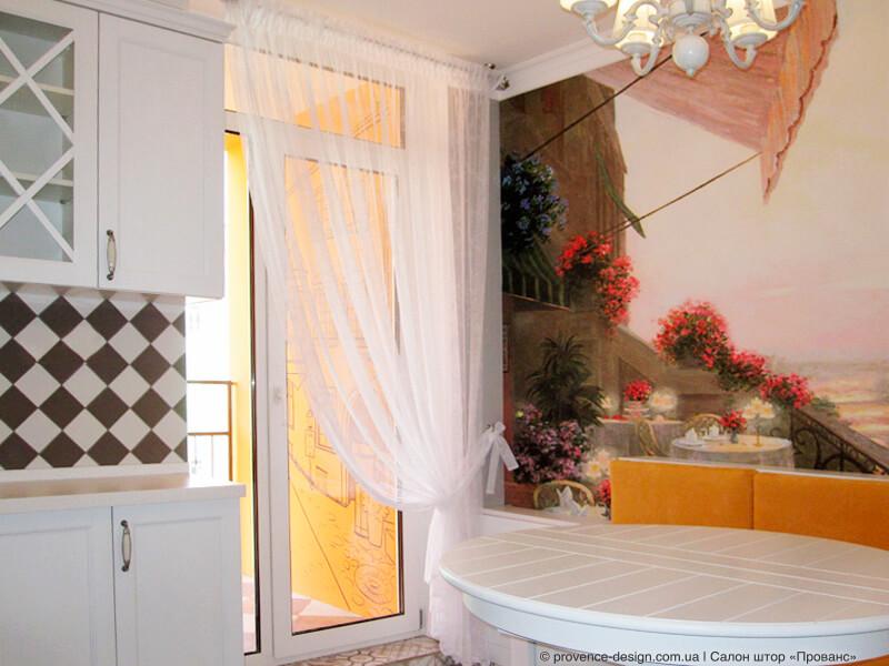 Длинный тюль на кухню с балконной дверью фото