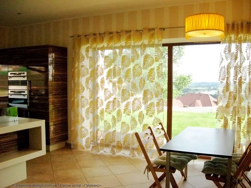 Тюль на люверсах для кухни с балконной дверью фото