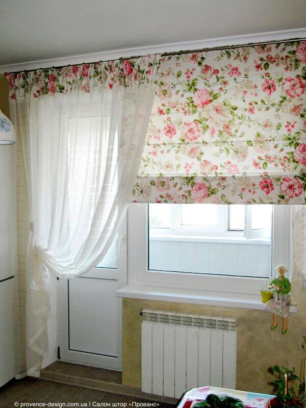Римская штора и тюль на кухню с балконом фото