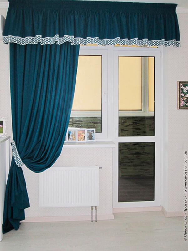 Штора с ламбрекеном для кухни с балконной дверью фото