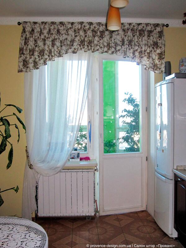 Тюль с ламбрекеном для кухни с балконной дверью фото