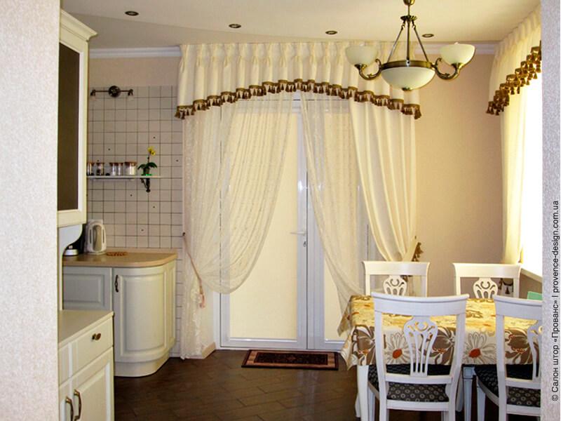 Штора и тюль с ламбрекеном на кухню с балконом фото