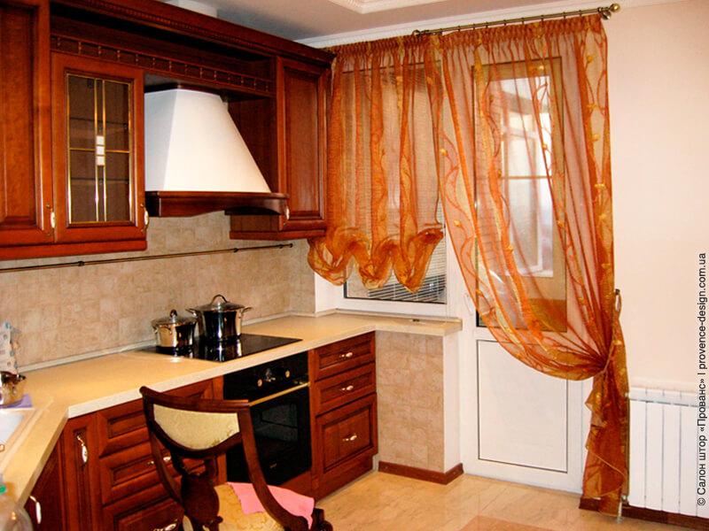 Австрийская штора и тюль для кухни с балконом фото