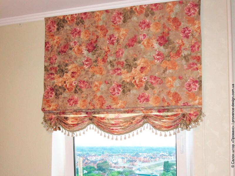 Римская штора в цветочек на кухню фото