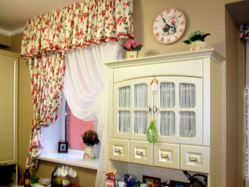 Короткие шторы на кухню из гипюра с оборкой фото
