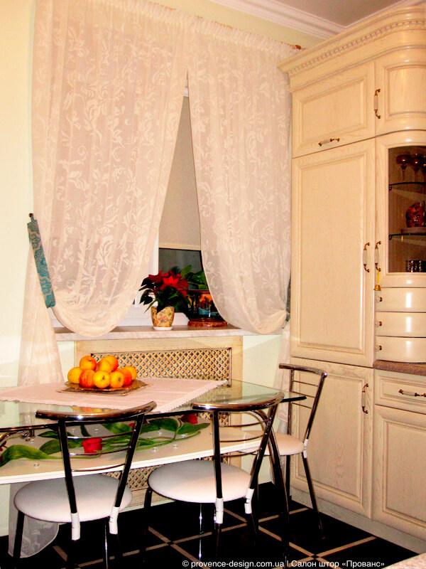 Кухонные занавески из батиста с завитком фото