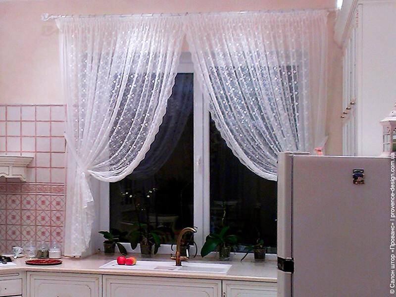 Короткий прозрачный тюль для маленькой кухни фото