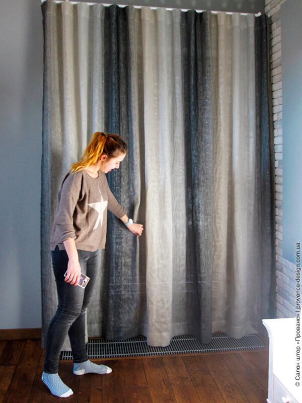 Лен серый с переходом цвета на шторе в современном стиле фото