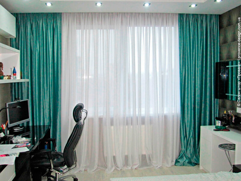 Бирюзовые шторы и белый тюль в современном стиле фото