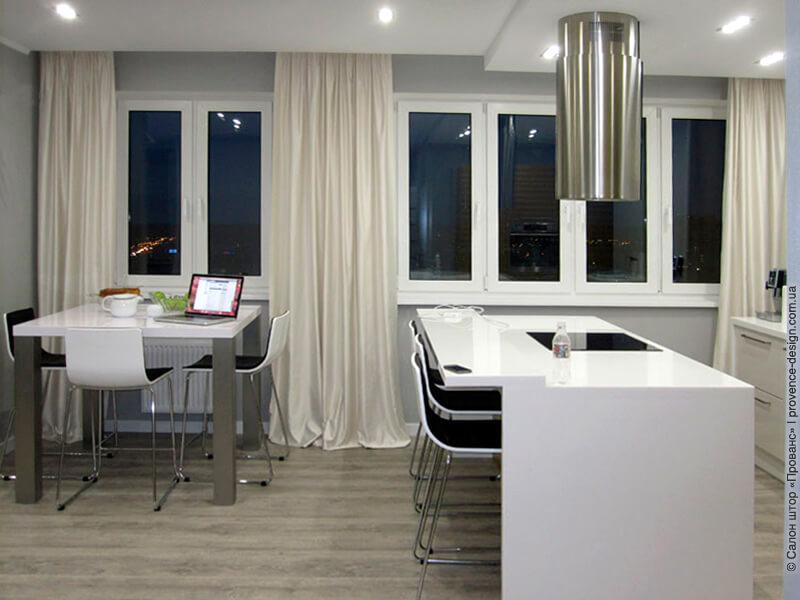 Белые длинные шторы в современном стиле фото