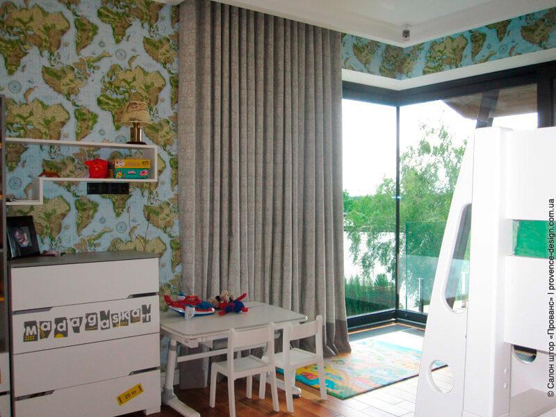 Серые шторы из хлопка с принтом в детскую в современном стиле фото