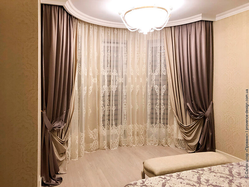 Классические коричневые шторы фото