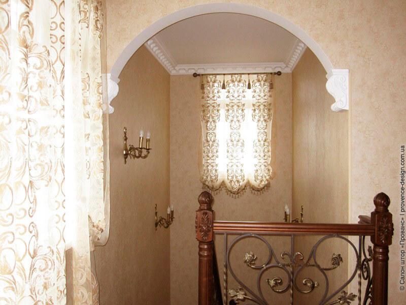 Классическая подъемная штора из прозрачной ткани фото