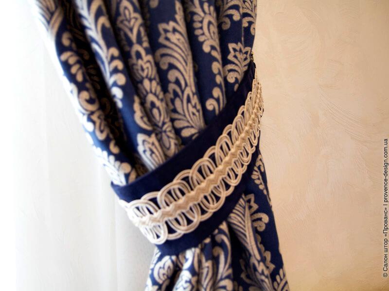 Подхваты для классических штор с широким декором фото